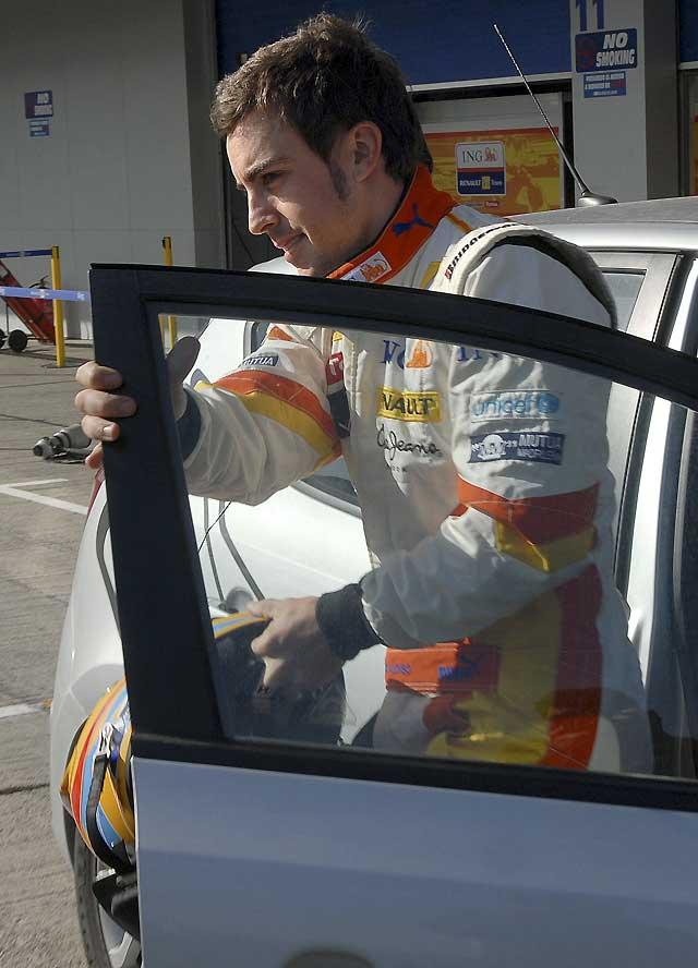 Fernando Alonso se recupera sin consecuencias de un leve accidente en Jerez