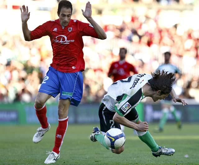 El Sporting da un paso gigante hacia la permanencia y frena al Dépor (3-2)