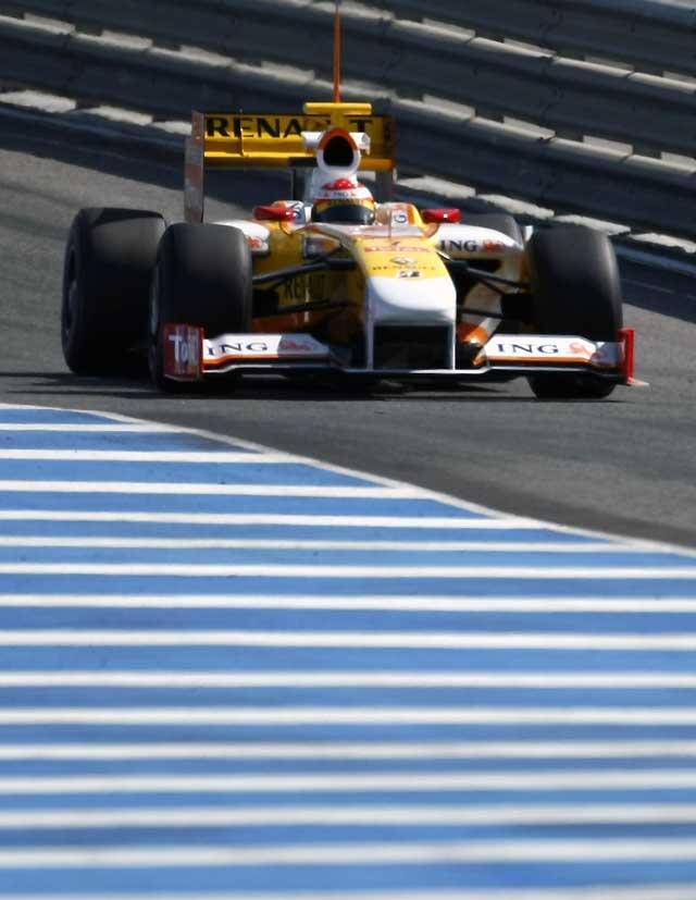 Alonso acaba con el dominio de los Brawn GP en Jerez