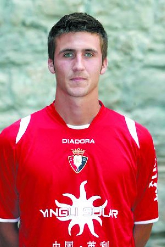 Oier Sanjurjo renueva hasta 2012 su contrato con Osasuna