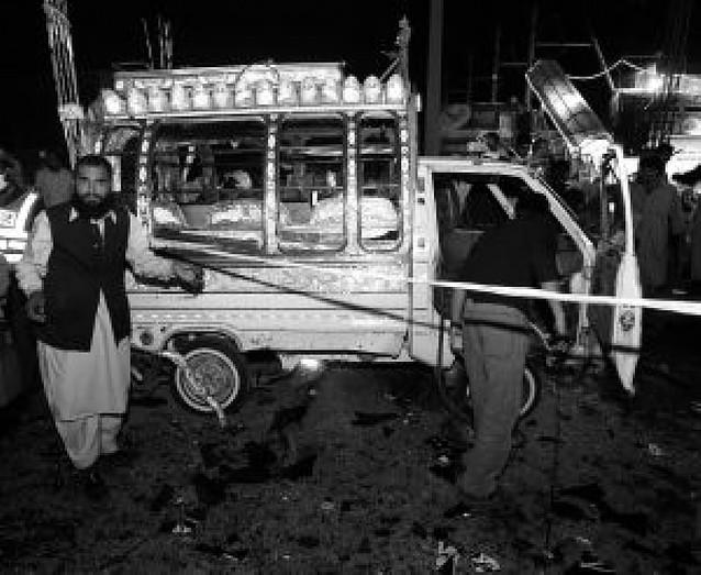 El presidente de Pakistán cede a las presiones de la oposición