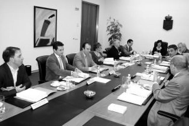 El Parlamento oirá a Tuñón antes de debatir la reprobación que pide UPN