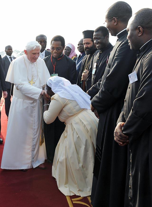 Benedicto XVI llega a Yaundé en el inicio de su primer viaje a África