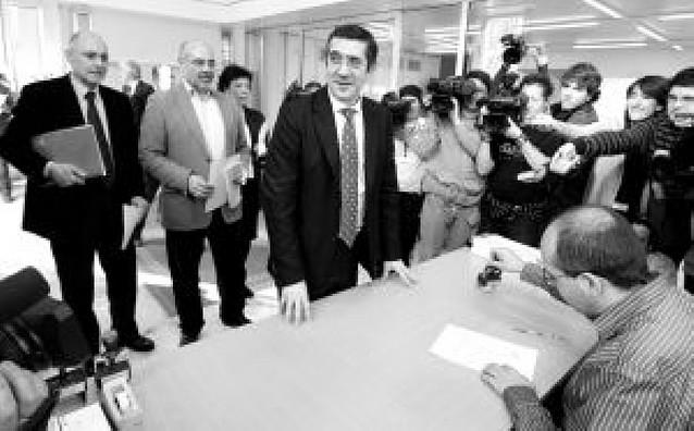 """Patxi López ofrece al PP el trato de """"socio preferencial"""" pero no único"""