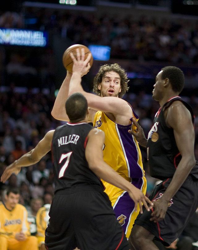 Los Sixers sorprenden a los Lakers sobre la bocina (93-94)