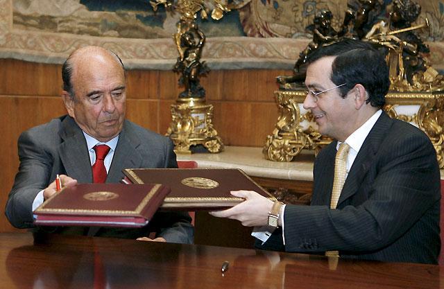 Emilio Botin renueva el convenio de colaboración de becas con la Universidad de Navarra