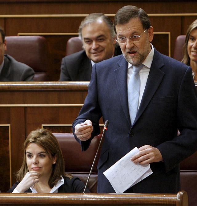 """Rajoy advierte a Zapatero de que con la crisis actual """"no aguanta medio año"""""""