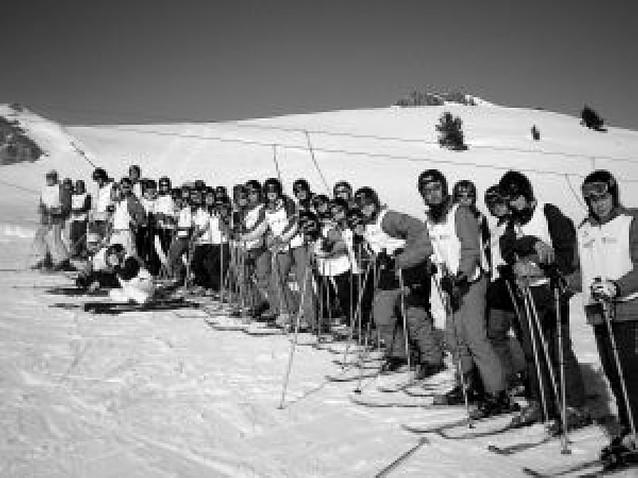 Cerca de 200 adolescentes han participado en el programa de esquí alpino