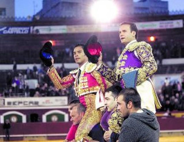 Bolívar y Ferrera salieron a hombros