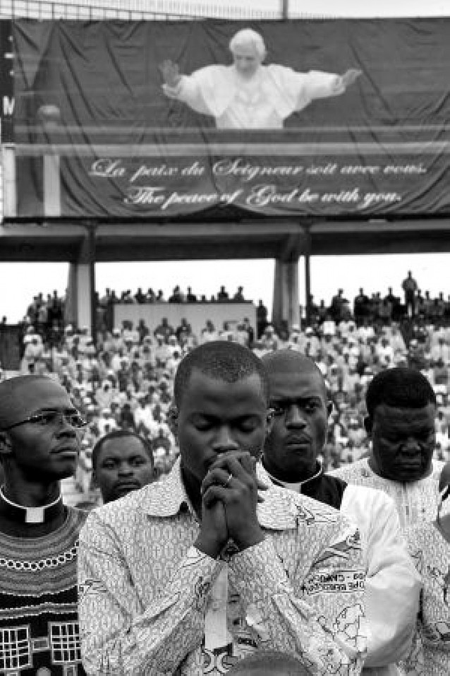 """El Papa denuncia a los """"inmorales sin escrúpulos que saquean África"""""""