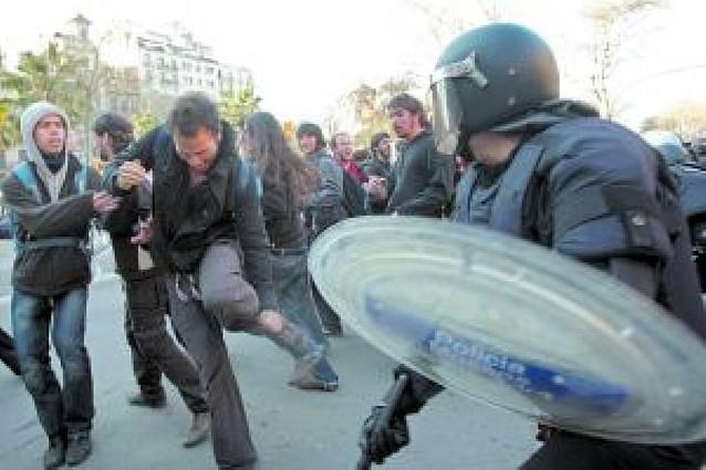 La Generalitat pide un informe por la carga policial sobre los estudiantes