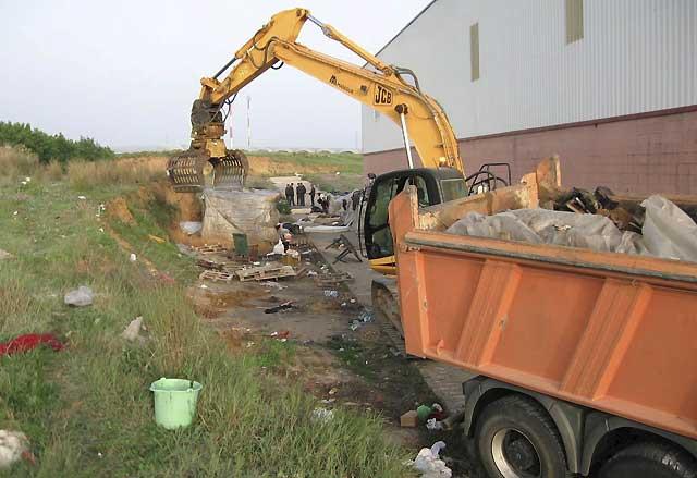 Desmantelado en Lepe asentamientos donde vivían 500 inmigrantes