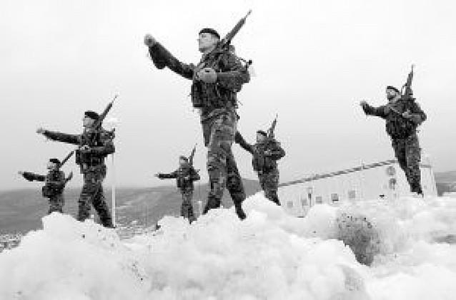 """Zapatero sostiene la salida de Kosovo y EE UU expresa su """"profunda decepción"""""""
