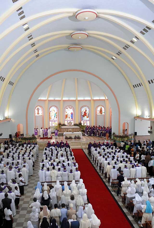 El Papa pide a los jóvenes que no teman al matrimonio y condena la brujería