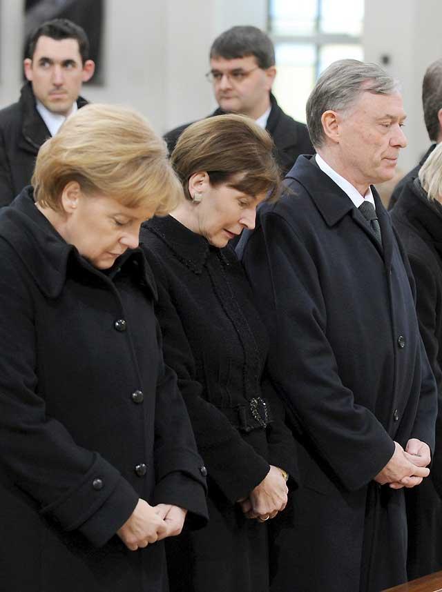 Merkel, Köhler y miles de campanas despiden a las víctimas de Winnenden