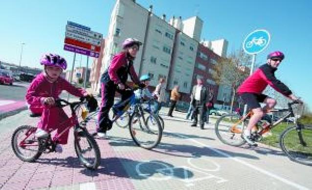 Ayer se celebró el día del Medio Ambiente con la inauguración del carril bici y la plantación de árboles