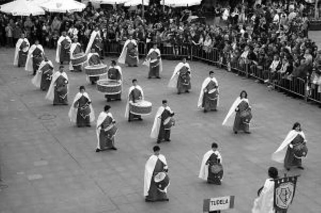 Tudela vibra al ritmo de las bandas de tambores