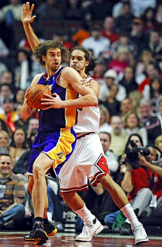 Bryant y Gasol no permitieron la derrota de los Lakers (109-117)
