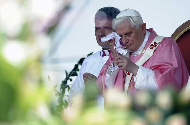 El Papa dice que la guerra étnica ensombrece África y la anima a levantarse