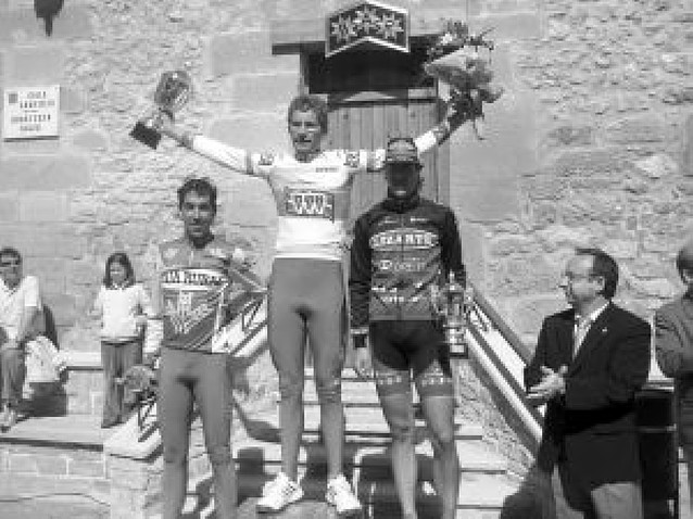 Guillermo Lana gana el Cirilo Zunzarren