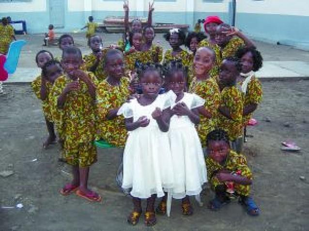 Solidarios con niños de Guinea