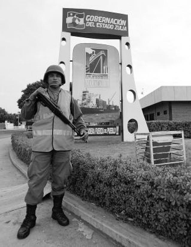 Chávez extiende el control militar sobre las regiones gobernadas por los opositores
