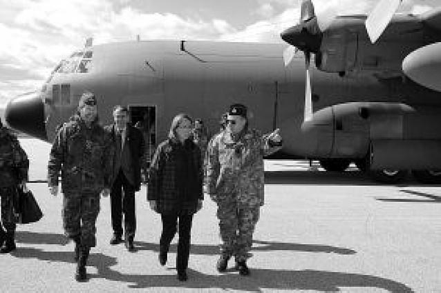 El Gobierno mantiene el plazo del verano para la retirada de Kosovo