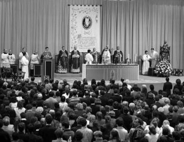 Dos mil personas en una misa por Álvaro del Portillo