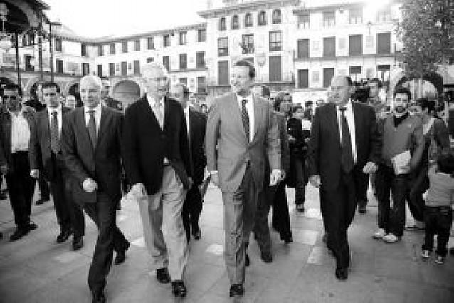 """Mariano Rajoy acusa a Zapatero de seguir """"engañando"""" a los navarros en el tema del TAV"""