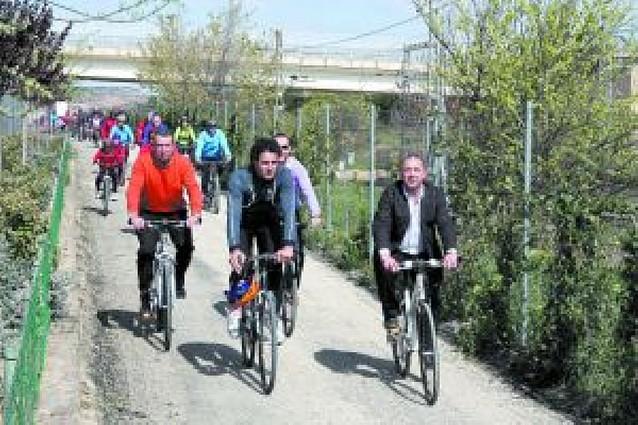 Induráin estrena el tramo mejorado de la Vía Verde del Tarazonica