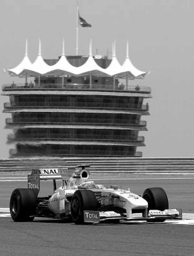 Sólo Rosberg supera a Alonso