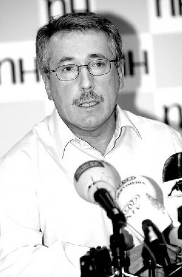 La CEOE insiste en su propuesta de contrato