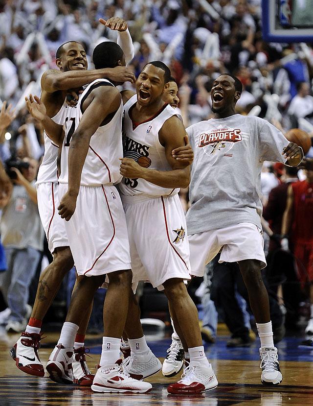 Young dio a los Sixers el segundo triunfo ante los Magic y la ventaja en la serie
