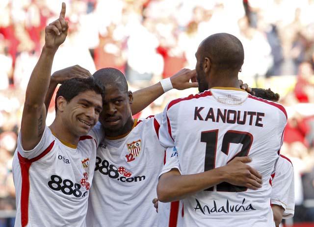 El Athletic gana tranquilidad al Racing (2-1)