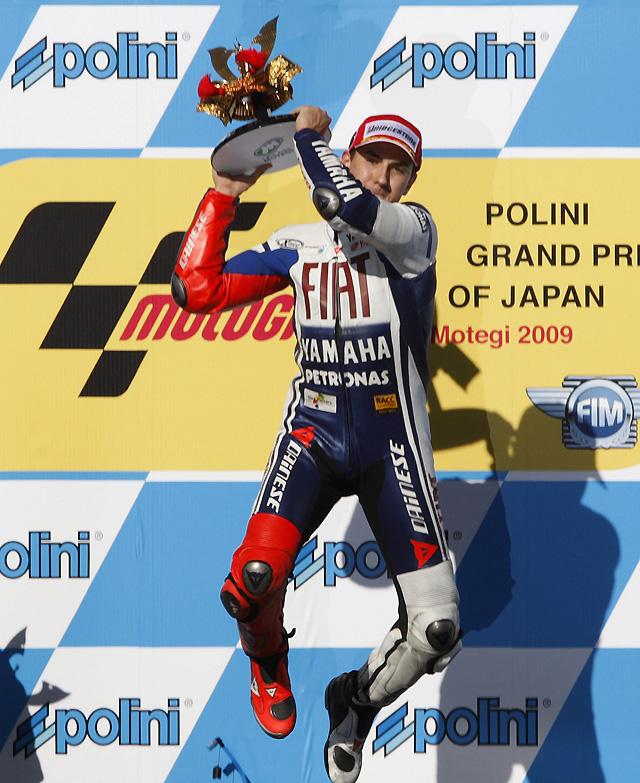 Lorenzo clava su bandera en Japón