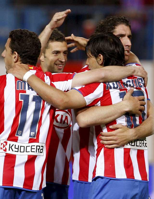 """Los goles de Forlán, Simao y """"Kun"""" reaniman al Atlético"""