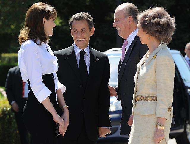 El matrimonio Sarkozy, recibido con honores militares en El Pardo, en el inicio de su visita de Estado