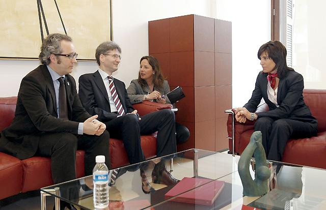 El comisario de la UE aboga por el desarrollo de una mejor comprensión lingüística en España