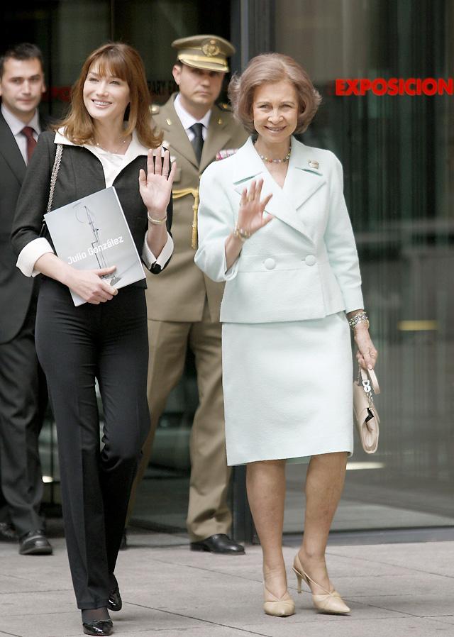"""Sarkozy """"toma"""" el Congreso... y Carla Bruni también"""