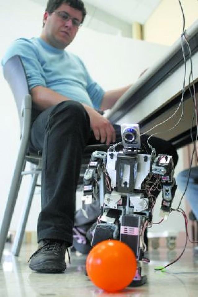 Los robots compiten en la UPNA