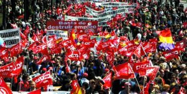 Los sindicatos lanzan a la CEOE sus primeras amenazas de huelga general