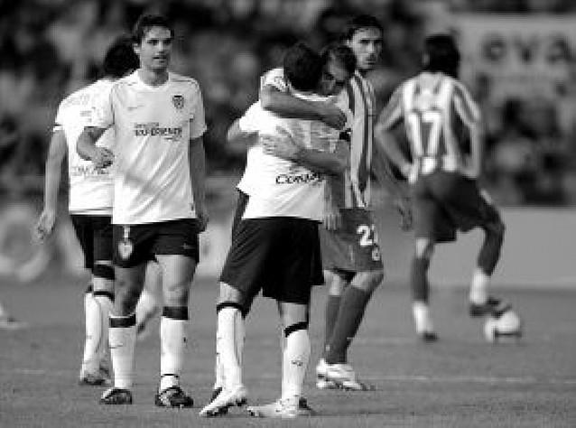 """Valencia y Atlético siguen la lucha por la """"Champions"""""""
