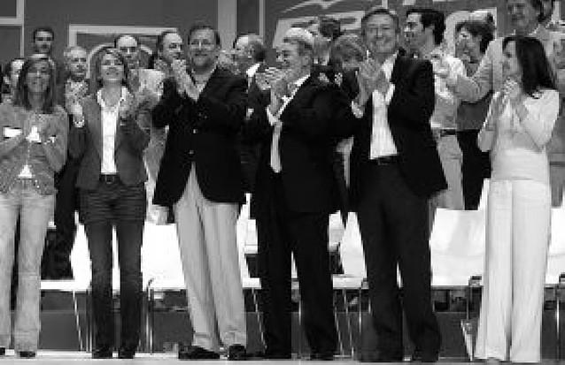 """Rajoy acusa a Zapatero de """"hipotecar el futuro"""" y pide recuperar el valor del esfuerzo"""
