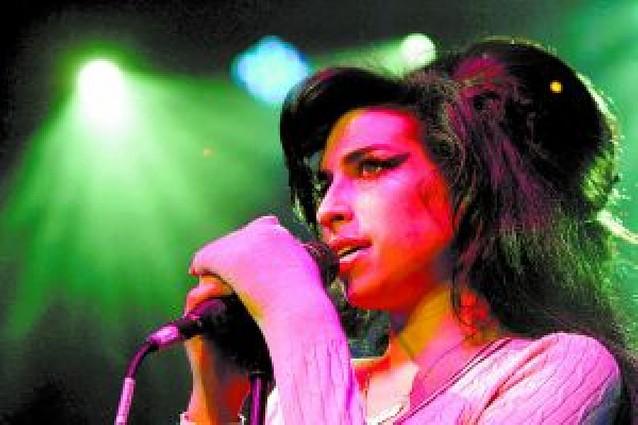 Amy Winehouse gana la batalla a los paparazzis