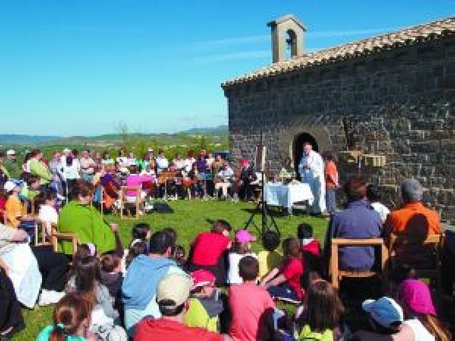 400 vecinos de Aoiz participan en la romería a San Román
