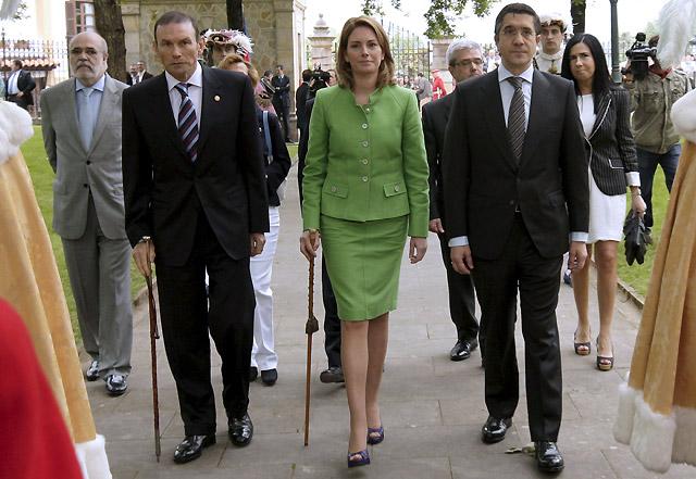 Patxi López promete su cargo ante el Árbol de Gernika