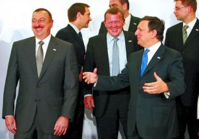 La UE se reconcilia con seis repúblicas de la antigua URSS