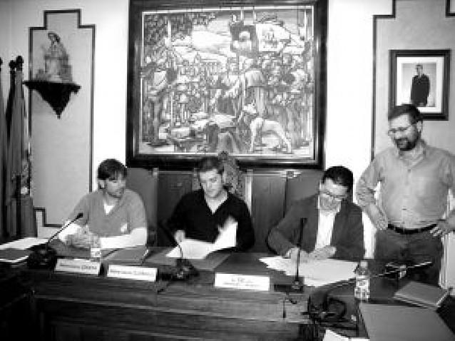Villava y el Beti-Onak firman el acuerdo para regular las escuelas deportivas
