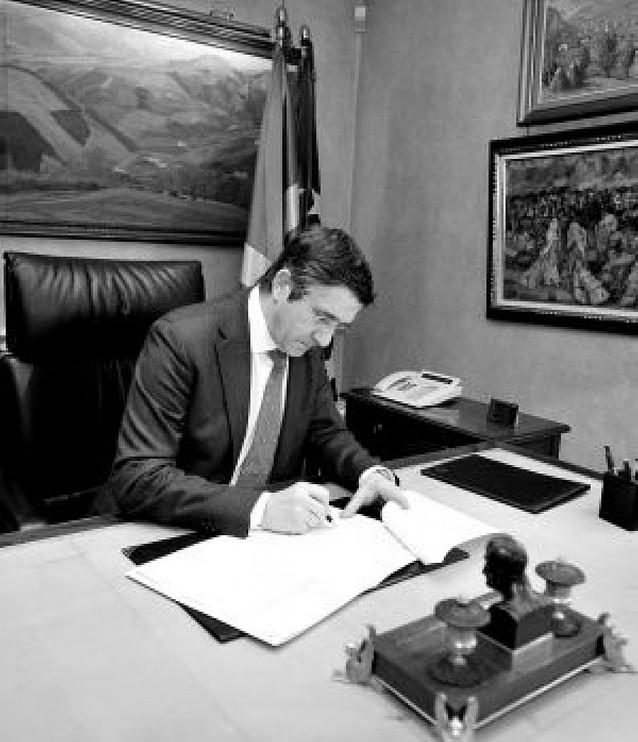 Patxi López firma los nombramientos de los diez consejeros del nuevo Gobierno