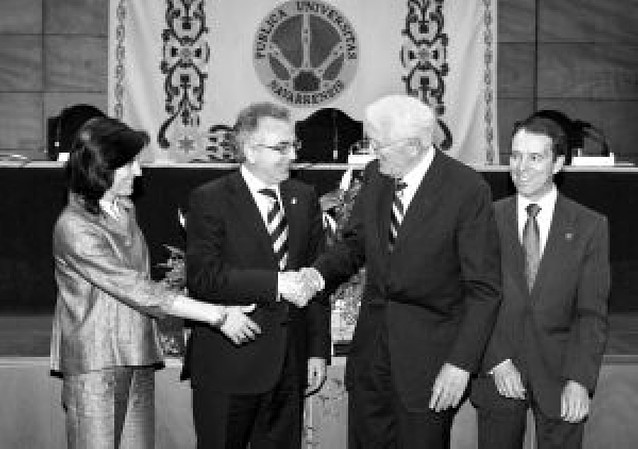 """Jürgen Habermas denuncia en la UPNA que los derechos humanos son hoy """"palabrería hueca"""""""